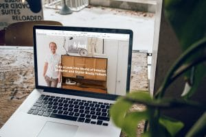laptop with seo tips for tradies